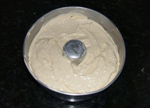 Bolo de leite condensado e chocolate branco - 4° passo